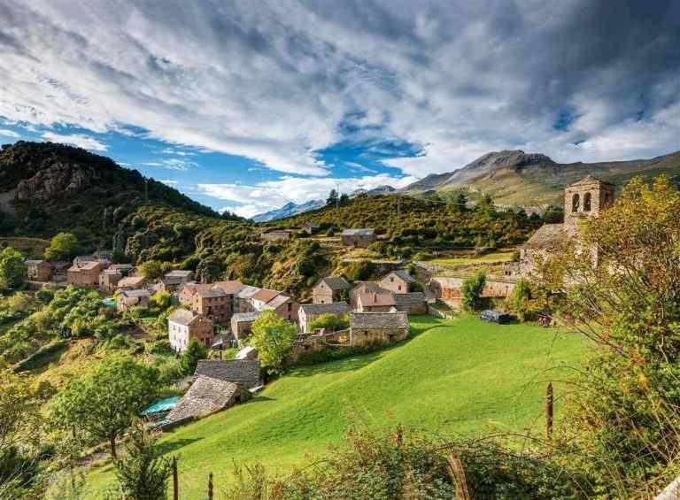 Descubre las rutas guiadas por las ermitas de Tella